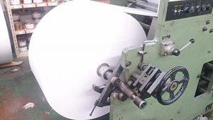 印刷機へセットしドリルで固定します。